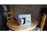 Kenwood chef premier food mixer with dough hook, k beater and whisk £30
