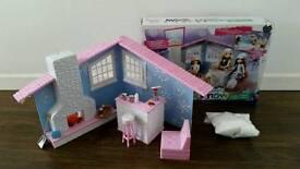 Moxie Girlz Snow Cabin Toy.