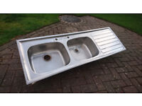 Double kitchen sink with drainer