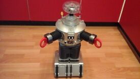 LOST IN SPACE ROBOT 24 INCH TRENDMASTERS
