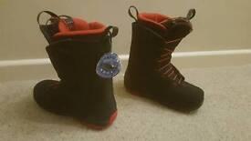 Salomon Dialogue UK7 snowboard boots