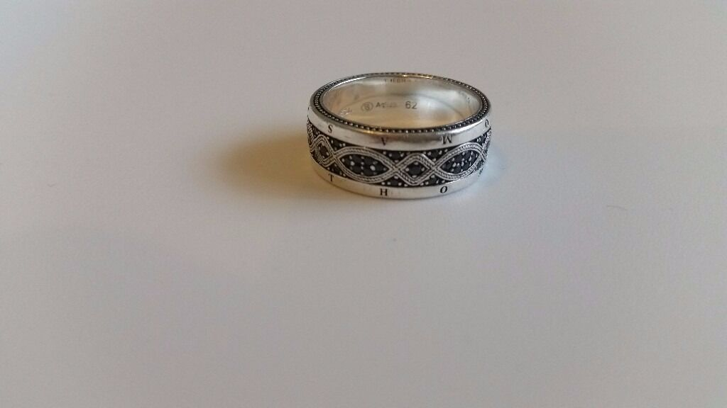THOMAS SABO Men`s ringin Woodford, LondonGumtree - THOMAS SABO love knot ring, used in good condition Material 925 Sterling silver, blackened Stones zirconia pavé black Colour silver coloured, black Size 62 Width approx 0.90 cm (0.35 Inch)