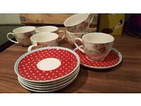 Pretty set of 6 cups and saucers. Floral vintage desing with red spotted saucers