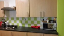 Lovely single room available in excellent student house, Epsom. Very close to town and to uni.