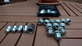 Wheel nuts with Anti Theft Locking Wheel Bolts Nuts Toyota Yaris