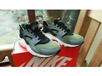 NIKE HUARACHE RUN GS SIZE 5.5 UK