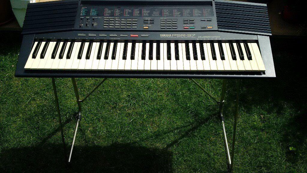 Yamaha Portatone Electronic Keyboard Psr   Stand