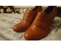 4 pair of ladies shoes in very good condition .