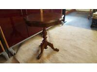 Pedestal Side / Lamp / Wine Table