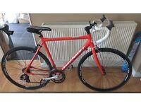 Claud Butler Elite R1 Road Bike in excellent condition, Aluminium Frame, 14 Speed Shimano, +helmet