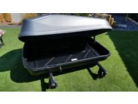 SILVER 420L CAPACITY ROOFBOX. EXCELLENT CONDITION. USED TWICE! IT HAS LOCK AND 2 KEYS.