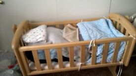 Swinging Baby Crib in excellent condition