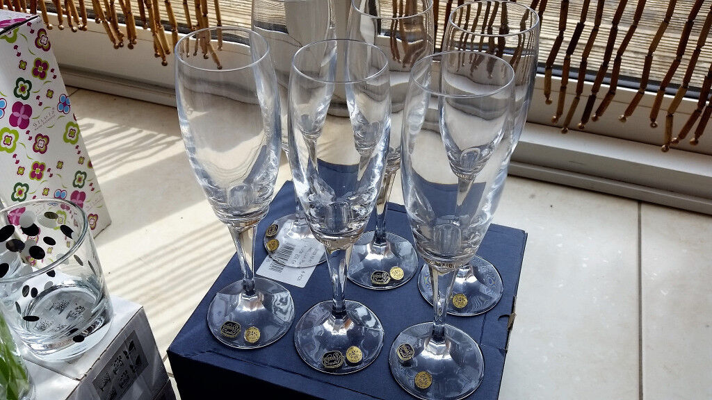 Crystal wine glasses with box