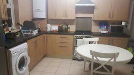 Clean Double room, No deposit all bills inclusive 350mb wifi B44