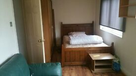 Extra double room available in sutton surrey