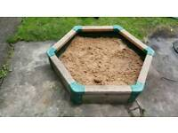 Garden sand pit with lid