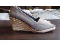 Skechers Wedges peep toe, canvas, blue/grey, hardly worn, unusual sole, 6