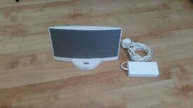 WHITE BOSE SOUNDOCK, with CHARGER and remote NOT INCLUDE