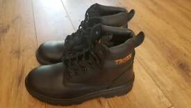 Trojan safety boots size 9