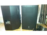 Pair of Electrovoice (EV) ELX 115 Speakers and 2 x wall mounting brackets with bolts.