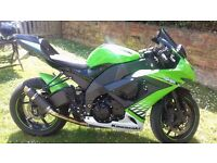 Kawasaki ZX10r 2010 in green. Good condition. 14994 miles. MOT March 2018