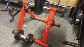 Turbo trainer with variable resistance