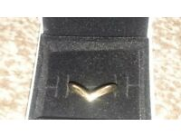 9ct yellow gold wishbone ring