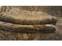 Couch Faux Fur throw.