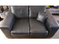 2 AND 3 SEATER BLACK LEATHER SETTEE WITH MATCHING SEATED STORAGE POUFFE