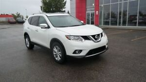 2016 Nissan Rogue SV, AWD, Tech Package, Heated Seats, Back Up C