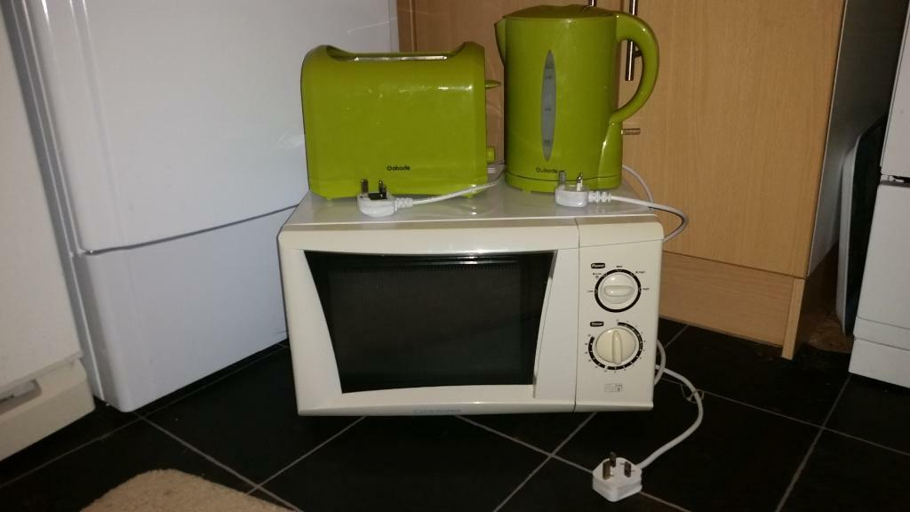 Cream Cookworks 700w Microwave Lime Green Kettle Toaster