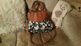 Oasis hand bag