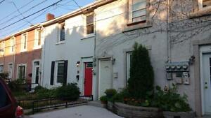 Open Concept 3 Bed + Den Close to Downtown - Available Sep 1