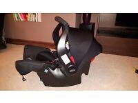 Graco Snugfix group 0+ newborn car seat and ISOFIX base.