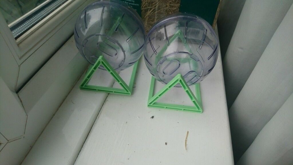 hamster and cage reluctant sale due to allergic reaction