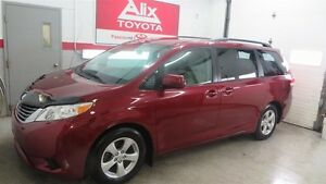 2013 Toyota Sienna LE 8 PASSAGER