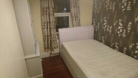 Double room to let in family home (Cheshunt - Herts)
