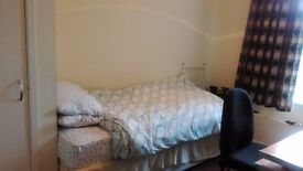 Single room available near university of Aberdeen and kings street.
