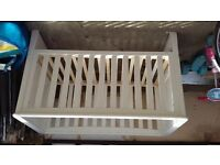 Cotbed in Ivory & Mattress (Mothercare)