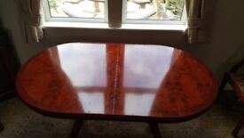 Extendabke dinj g table with 6 chairs