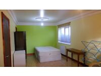 E4 VERY BIG SPACIOUS ROOM (2 BIG ROOM IN 1) TO RENT £1111/13 EVERY 4 WEEKS
