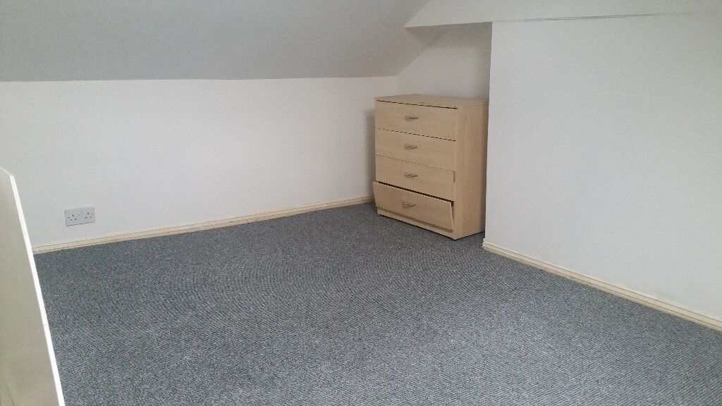 2 BEDROOM FIRST FLOOR FLAT OFF HORNS ROAD NEWBURY PARK. *PART DSS ACCEPTED WITH GUARANTOR*