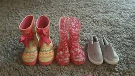 6 pairs of girls shoes