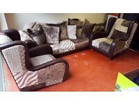 £1200 SOFAS - STUNNING 3 PIECE SUITE_GRAND 4 SEATER SOFA & 2 ARM CHAIRS (cost £3000)
