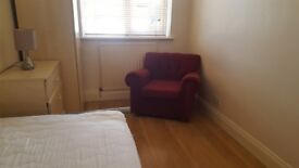 Single room for single professional. 1 week deposit. All bills included. Flat next to tube. Internet