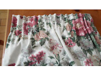 White Curtains with Flower Design and Matching Ties 183 cm x 112 cm Excellent Condition!