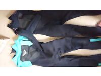 Two ladies wetsuits. 1 winter Gul 5,3, 1 summer roxy,3'2.