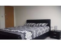 Two large double rooms with en-suite available in a new build House, Salford: £ 750 to £780 PCM