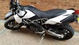 Aprilia dorsoduro 1200 super motard