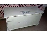Bedroom chest / ottoman / storage box. Country cream. Shabby chic.